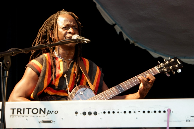 Sierra_Leone's_Refugee_All_Stars_keyboard_Guitar